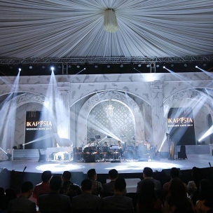 Ikapesta wedding expo 2017 . . Support by Decor : @galaxy_decoration Sound system: @agung_platinum  Photo : @friendsphotovideo Lighting : @master.lighting Video : @marblevideo LED Wall : marble  Organizer by @topeng_eo  #ikapestaexpo #ikapestaexpo #ikapestafoodfestival #ikapesta #iloveikapesta #semarangexpo #ikapestalebihbaik #jateng #vendorikapesta #semarang #love #vendorweddingsemarang #ikapesta2017 #sukses #semarang